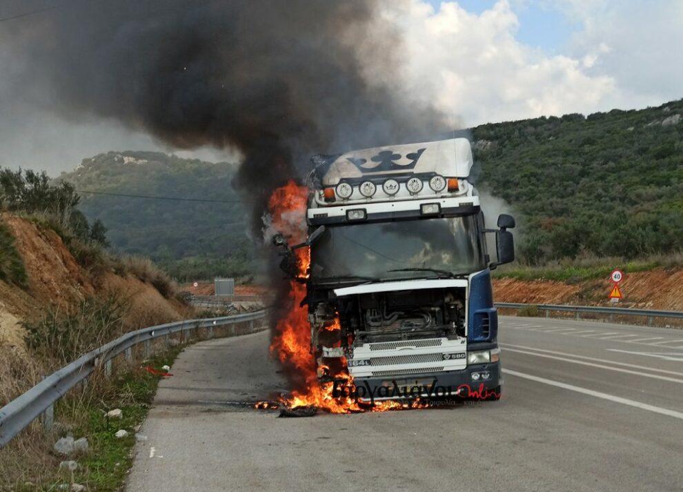 Νταλίκα τυλίχθηκε στις φλόγες στην Ε.Ο. Γαργαλιάνοι – Ρωμανού