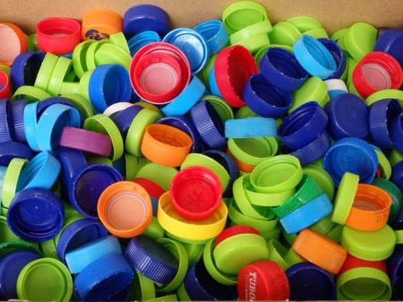 Συλλέγει πλαστικά καπάκια για αναπηρικά αμαξίδια ο Εμπορικός Σύλλογος Κυπαρισσίας