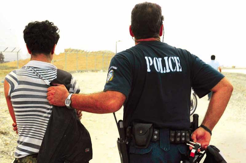 Νεαρός Ρομά έκλεβε καλώδια μέσα από θερμοκήπια