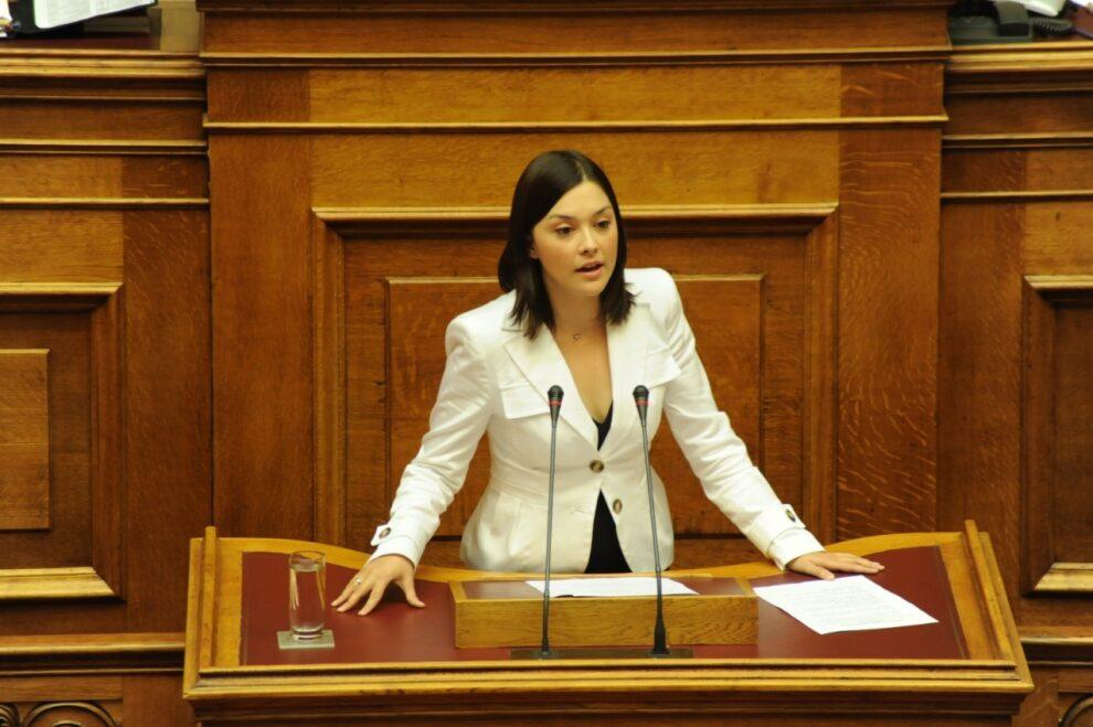 """Νάντια Γιαννακοπούλου: """"Επιτακτική η επανίδρυση Α.Τ. στα Φιλιατρά"""""""