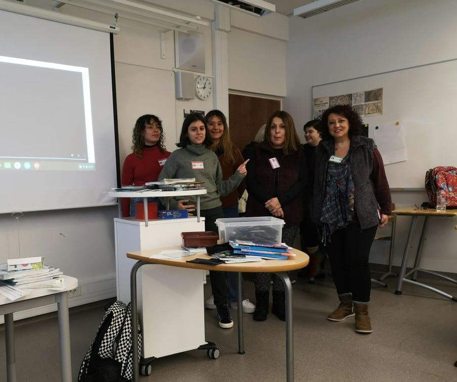 ΓΕΛ Κυπαρισσίας: Στη Λαπεενράντα της Φινλανδίας  η τοπική παραδοσιακή γυναικεία φορεσιά