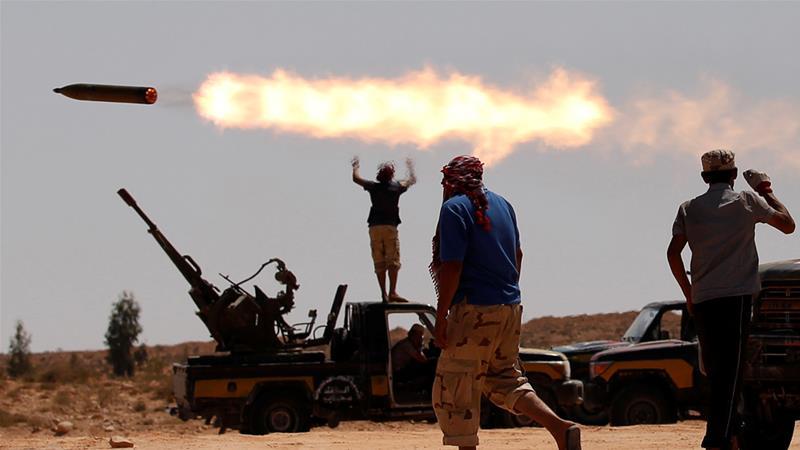 Φονικές μάχες διεξάγονται κοντά στην Τρίπολη της Λιβύης