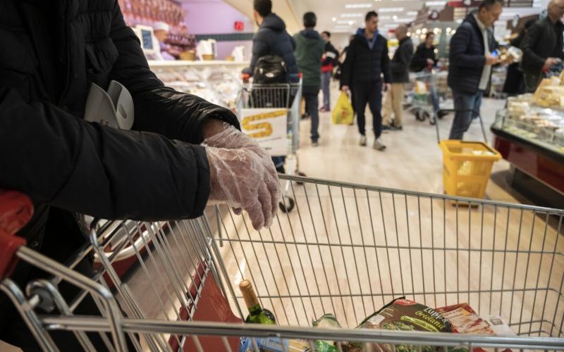 Ο κορωνοϊός…μπήκε  στα σούπερ μάρκετ – Αμόκ στη Μεσσηνία με ραγδαία αύξηση στη ζήτηση προϊόντων