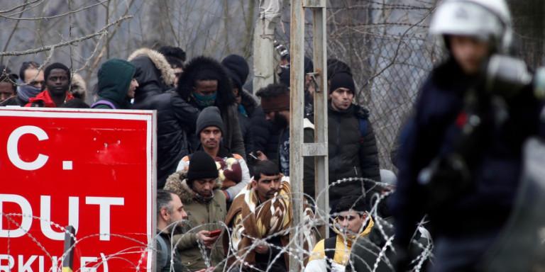 Εβρος: Νέα δύσκολη νύχτα με χιλιάδες συγκεντρωμένους μετανάστες -Επί ποδός στρατός και ΕΛ.ΑΣ.