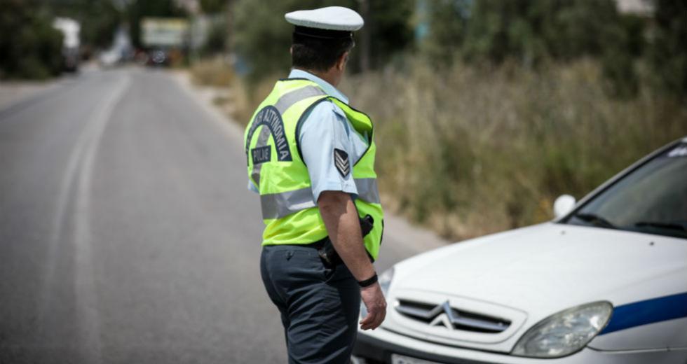 Έλεγχοι της Τροχαίας για κράνος  και στάθμευση σε ράμπες ΑμεΑ