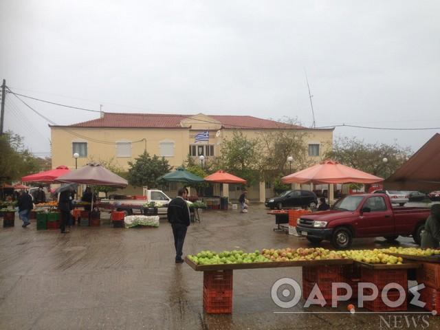 Κορωνοϊός και βροχή «τσάκισαν» τη Λαϊκή Αγορά Κυπαρισσίας