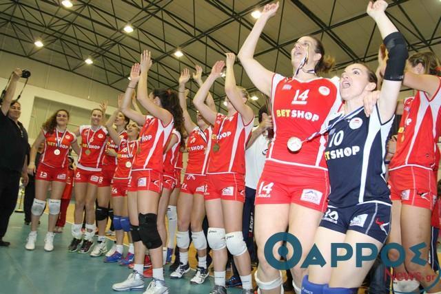 Οι γυναίκες του Ολυμπιακού κατέκτησαν το 4ο συνεχόμενο κύπελλο στην Πύλο (φωτογραφίες)