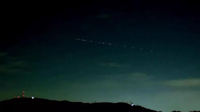 """Οι δορυφόροι """"Starlink"""" ορατοί δια γυμνού οφθαλμού στον ουρανό της Καλαμάτας"""