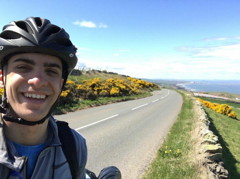 Κλέων Παπαδημητρίου: Ένας σύγχρονος 20χρονος Οδυσσέας με ποδήλατο ξεκίνησε από τη Σκωτία με προορισμό την Ελλάδα…