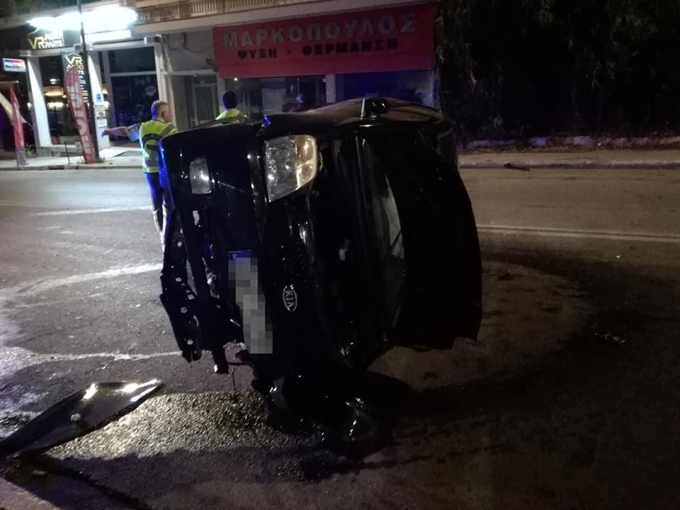 Αυτοκίνητο ντελαπάρισε στην Αθηνών (φωτογραφίες)