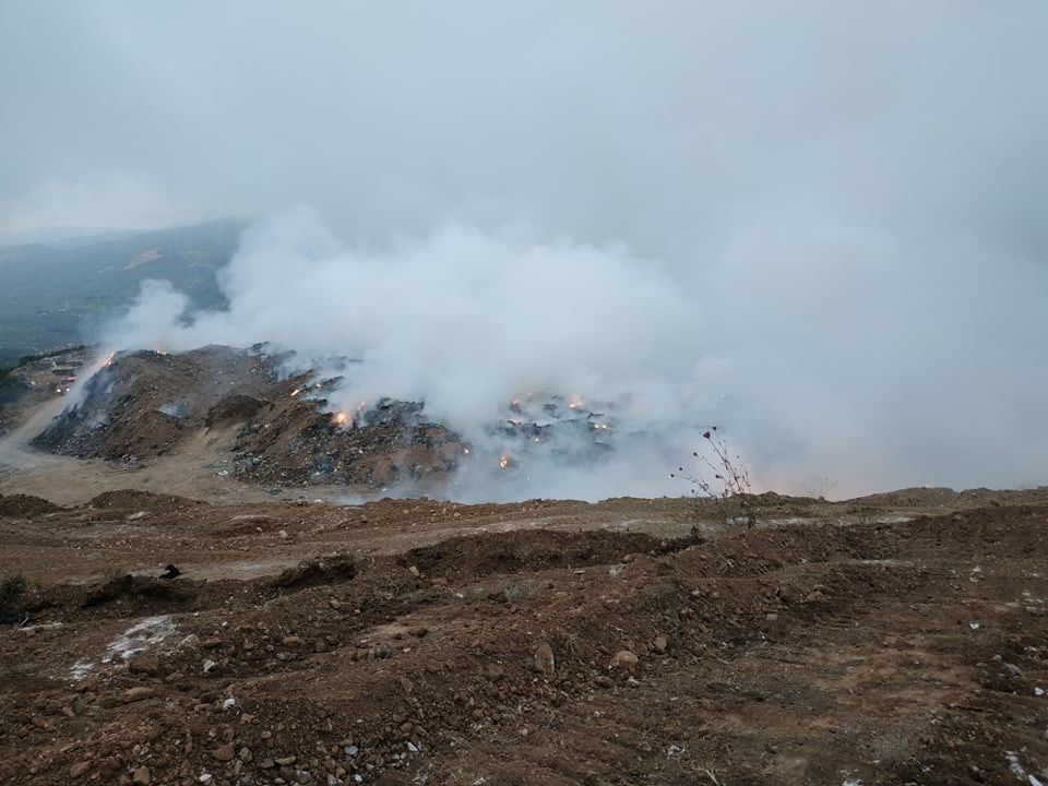 Αλιμάκι: «Άμεσο κλείσιμο της παράνομης  χωματερής που καίγεται» ζητούν κάτοικοι