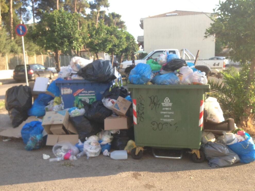 Τριφυλία: Συσσωρεύονται σκουπίδια παντού, σε  3 μέρες κανονικά η αποκομιδή λέει ο Κουτρουμπής