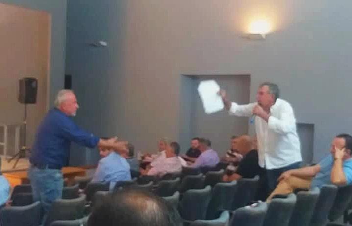 «Φίμωση» της αντιπολίτευσης κατήγγειλε ο Τσώνης