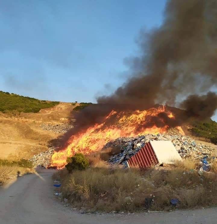 Φωτιά στον παράνομο σκουπιδότοπο Αλιμακίου – Τοξικό νέφος στην περιοχή