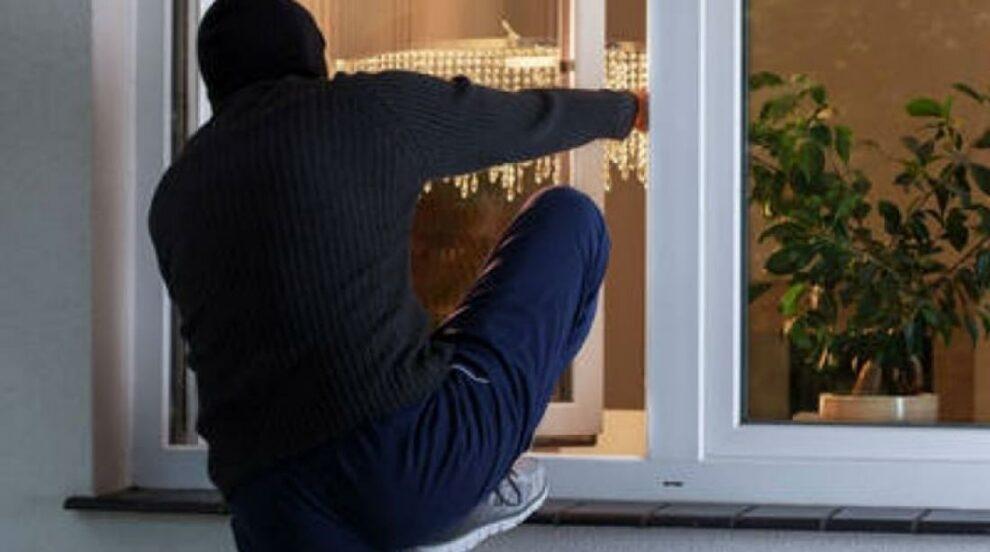 Αναρριχητές «ποντικοί» μπούκαραν σε διαμερίσματα για να κλέψουν