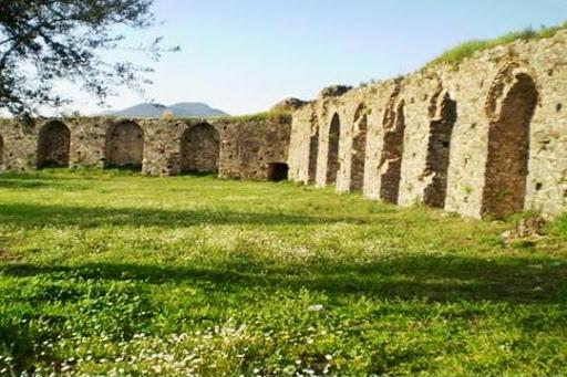 «Έχεις μάτια το φεγγάρι» – Συναυλία με τον Γιάννη Θωμόπουλο στο μεσαιωνικό Κάστρο της Ανδρούσας