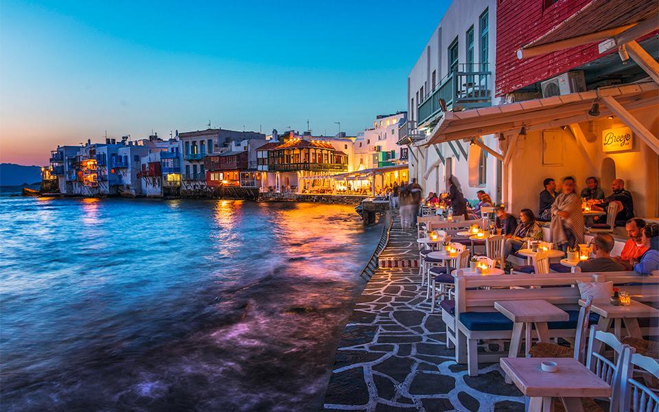 Κορωνοϊός: Θα κλείνουν μπαρ-εστιατόρια μετά τα μεσάνυχτα σε Μύκονο, Πάρο, Χαλκιδική και άλλες δώδεκα περιοχές