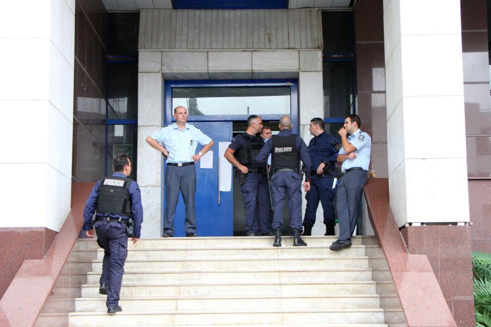 Ελεγχόμενη είσοδος χθες στα δικαστήρια
