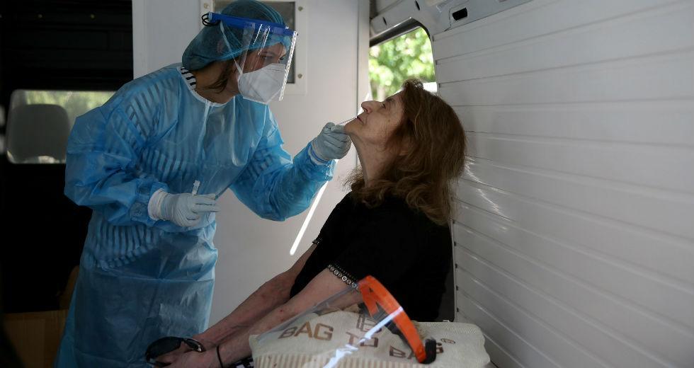 Μεσσηνία: Νεαρά άτομα τα 17 χθεσινά κρούσματα που εντοπίστηκαν στις ΚΟΜΥ του ΕΟΔΥ