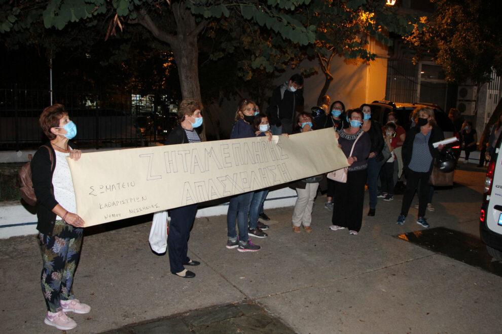 Διαμαρτυρία των σχολικών καθαριστριών  στο Δημοτικό Συμβούλιο Καλαμάτας