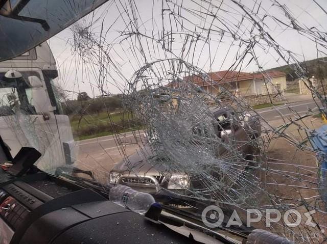 Ρομά έσπασαν  απορριμματοφόρο του Δήμου Μεσσήνης – Κινδύνευσαν υπάλληλοι (φωτογραφίες)