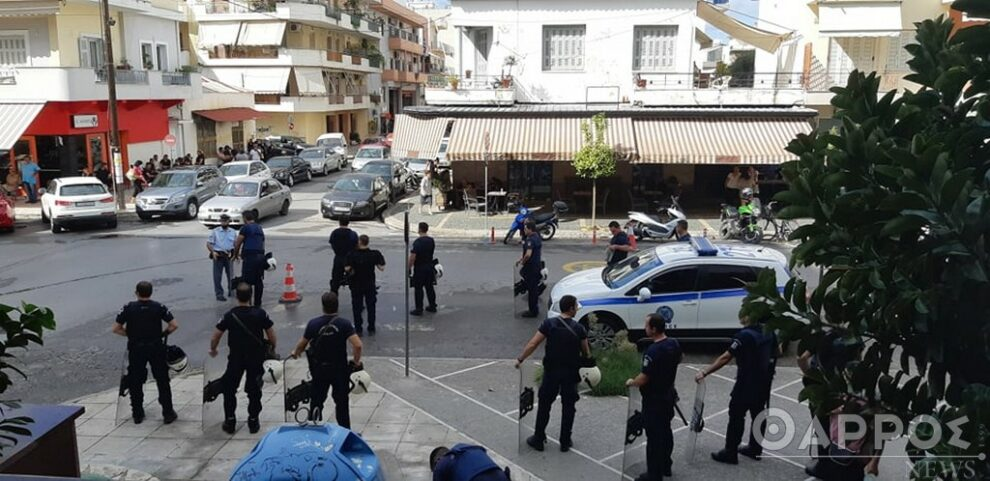 «Δρακόντεια» μέτρα ασφαλείας στα δικαστήρια Καλαμάτας για την απολογία των 17χρονων Ρομά (φωτογραφίες)