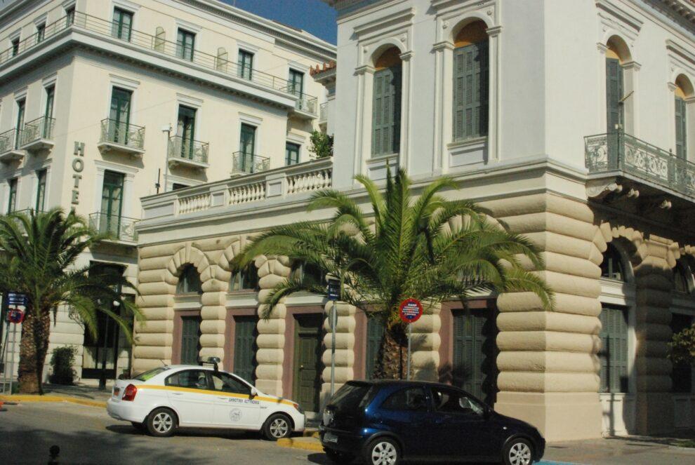 Καλαμάτα: Ρομά δάγκωσε και χτύπησε δημοτικό αστυνόμο μέσα στο παλιό δημαρχείο