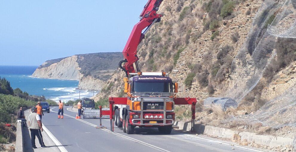 Τοποθέτηση δικτύων προστασίας στον περιφερειακό  δρόμο Μεθώνης-Φοινικούντας