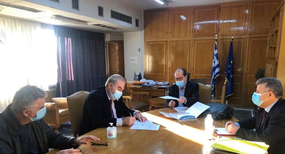 Υπογράφηκε η σύμβαση για το αλιευτικό καταφύγιο Μαραθόπολης
