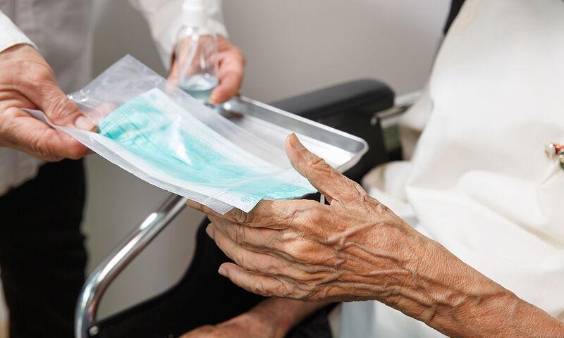 Kορωνοϊός: Μέτρα σε μονάδες φροντίδας ηλικιωμένων και δομές φιλοξενίας ευπαθών ομάδων
