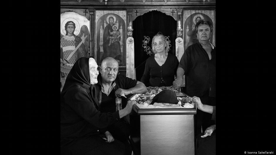Έκθεση της φωτογράφου Ιωάννας Σακελλαράκη -Οι μοιρολογίστρες της Μάνης:  Όλες επαγγελματίες, υπερήλικες