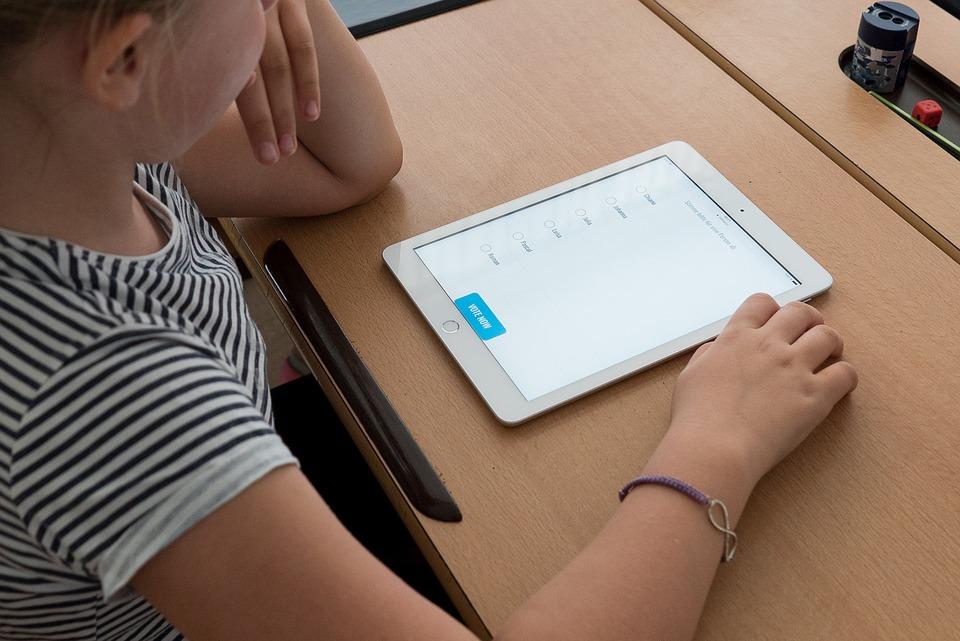 Ζητούν tablets από το Δήμο Καλαμάτας για την τηλεκπαίδευση των μαθητών