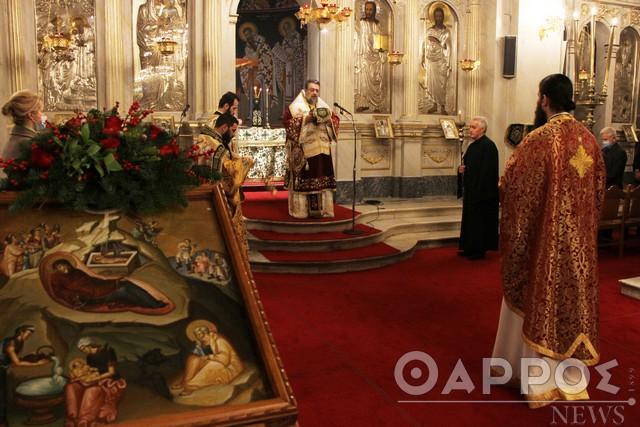 """Με """"διπλές"""" λειτουργίες και ευλαβική τήρηση των μέτρων τα φετινά Χριστούγεννα στις εκκλησίες της Καλαμάτας  (φωτογραφίες)"""