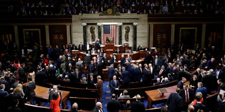 Η Βουλή των Αντιπροσώπων ψήφισε υπέρ της παραπομπής του Ντόναλντ Τραμπ