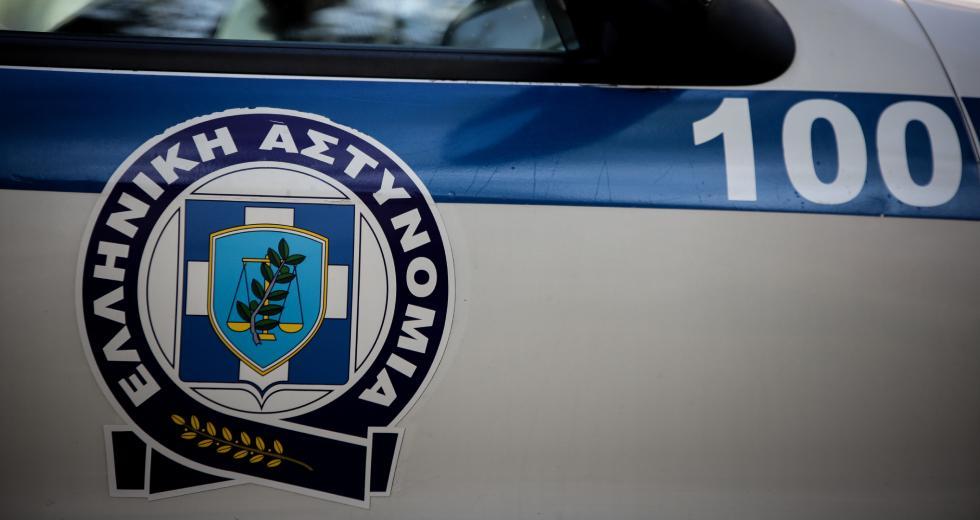 Παραδόθηκε στο Ναύπλιο ο 39χρονος Ρομά που άρπαξε το αυτοκίνητο με την απειλή μαχαιριού
