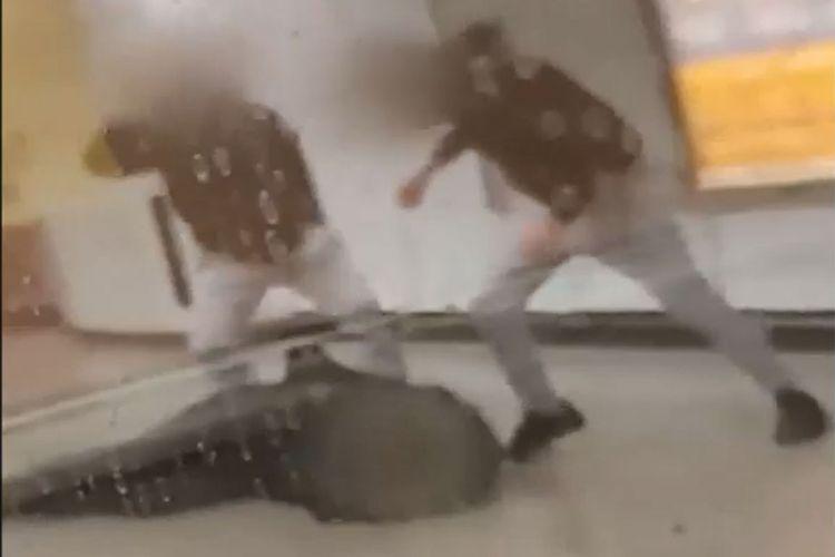 Συνελήφθησαν δύο ανήλικοι Έλληνες για τον ξυλοδαρμό στο Μετρό -Εμπλέκεται και ειδικός φρουρός