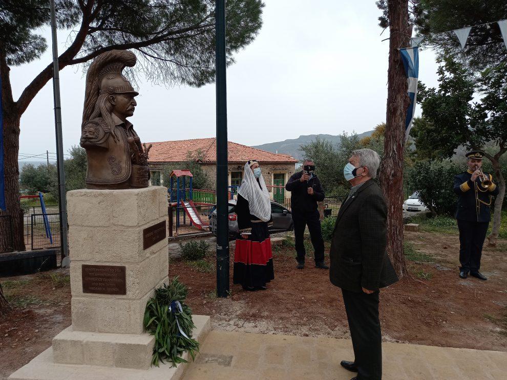 Προτομή του Θεοδώρου Κολοκοτρώνη στην πλατεία της Καρδαμύλης