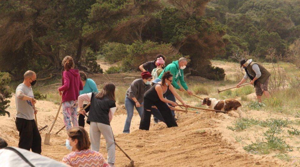 Κάτοικοι & λάτρεις της περιοχής αποκατέστησαν την παραλία του Λαγκουβάρδου