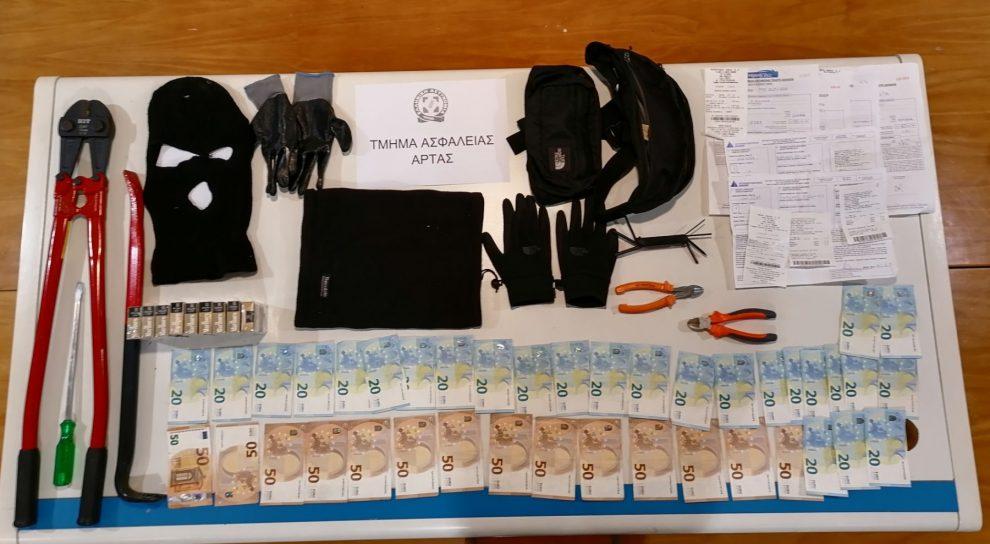 Με λεία 77.000 ευρώ έφυγε από περίπτερα της Πύλου συμμορία από την Άρτα