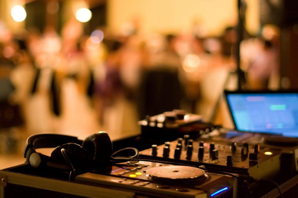 Επέκταση ωραρίου και μουσική  ζητούν τα καταστήματα εστίασης