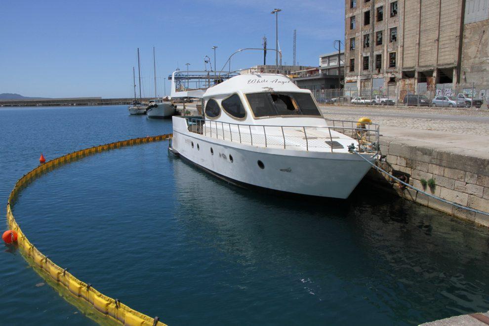 Για πολλοστή φορά το λιμάνι Καλαμάτας κινδυνεύει από τα κατασχεμένα σκάφη