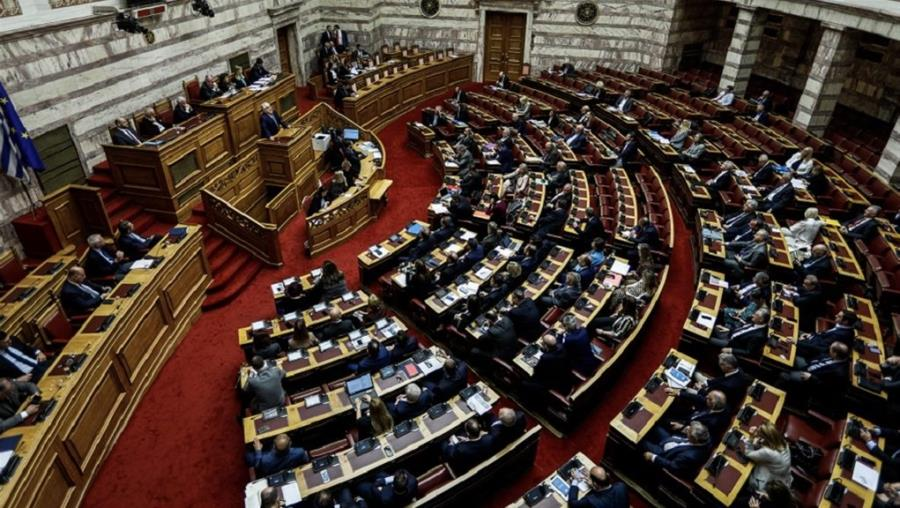 """Ψηφίστηκε το εργασιακό νομοσχέδιο με 158 """"ΝΑΙ"""""""