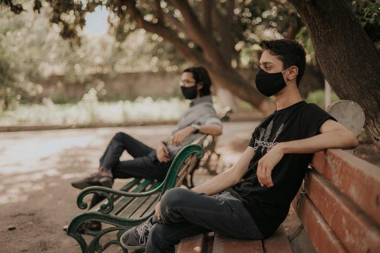 Καταργείται η μάσκα σε εξωτερικούς χώρους – Ανακοινώσεις Χαρδαλιά το απόγευμα