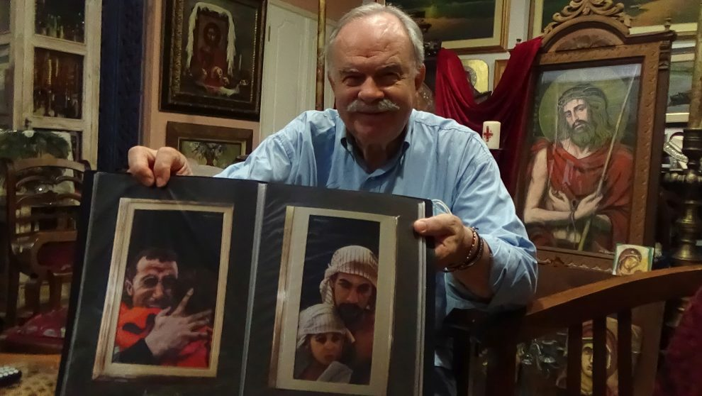 Η συγκλονιστική συλλογή πορτραίτων του ζωγράφου Δημήτρη Ηλιόπουλου φωτισμένα με αχτίδες ελπίδας…