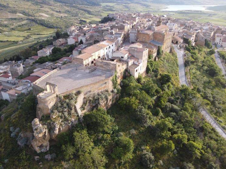 Χωριό της Σικελίας ετοιμάζεται να δημοπρατήσει 20 σπίτια με μόλις 2 ευρώ έκαστο