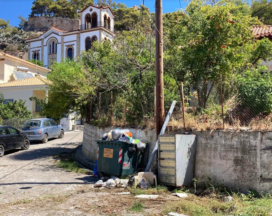 «70 χρόνια τέτοιο σκουπιδαριό  στη γειτονιά δεν είχαμε ποτέ»…