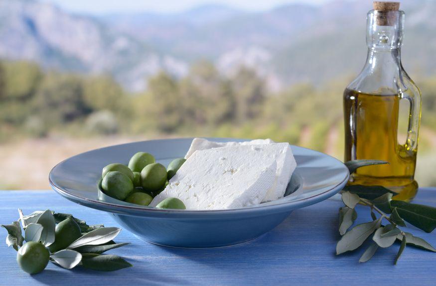 Διπλή απειλή για ελιές, ελαιόλαδο και φέτα από Ελλάδα και εξωτερικό