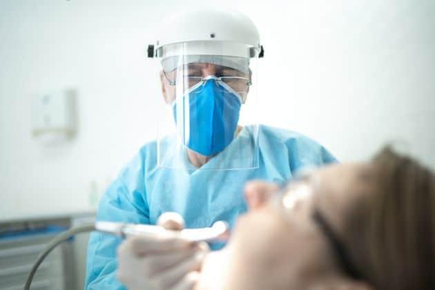 Οδοντίατροι: «Όλα τα περιστατικά τα αντιμετωπίζουμε ως μολυσματικά»