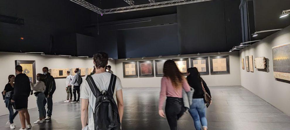 Επισκέψεις σχολείων στην  έκθεση ζωγραφικής «Μνήμον φως»